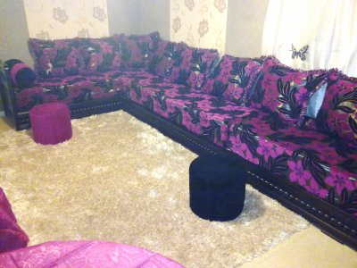 salon italien couleur wenge avec tissu noir fuchsia salons marocains76. Black Bedroom Furniture Sets. Home Design Ideas